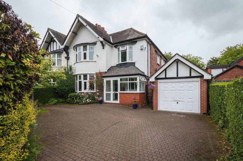 4 Bedrooms Semi Detached House for sale in Old Crofts Bank, Urmston, Manchester, M41