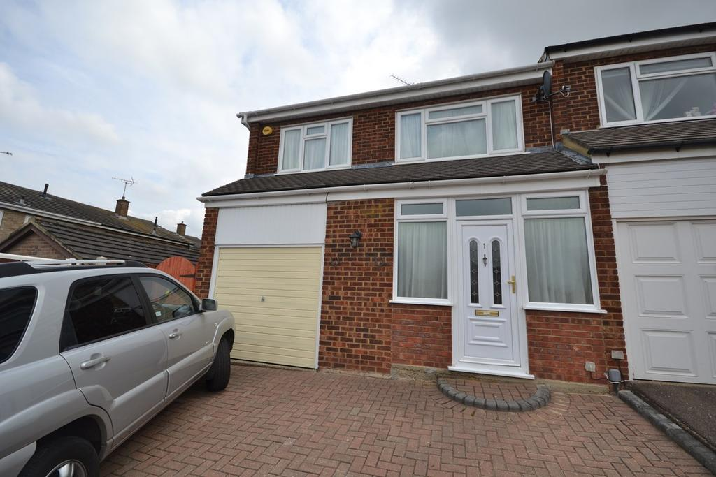 3 Bedrooms End Of Terrace House for sale in Sheringham Close, Stanford-le-Hope, SS17