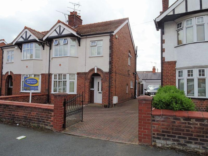 3 Bedrooms Semi Detached House for sale in Saxon Street, Hightown, Wrexham