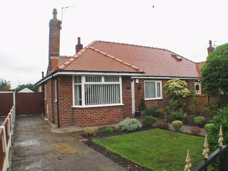 2 Bedrooms Semi Detached Bungalow for sale in West Drive, Thornton-Cleveleys