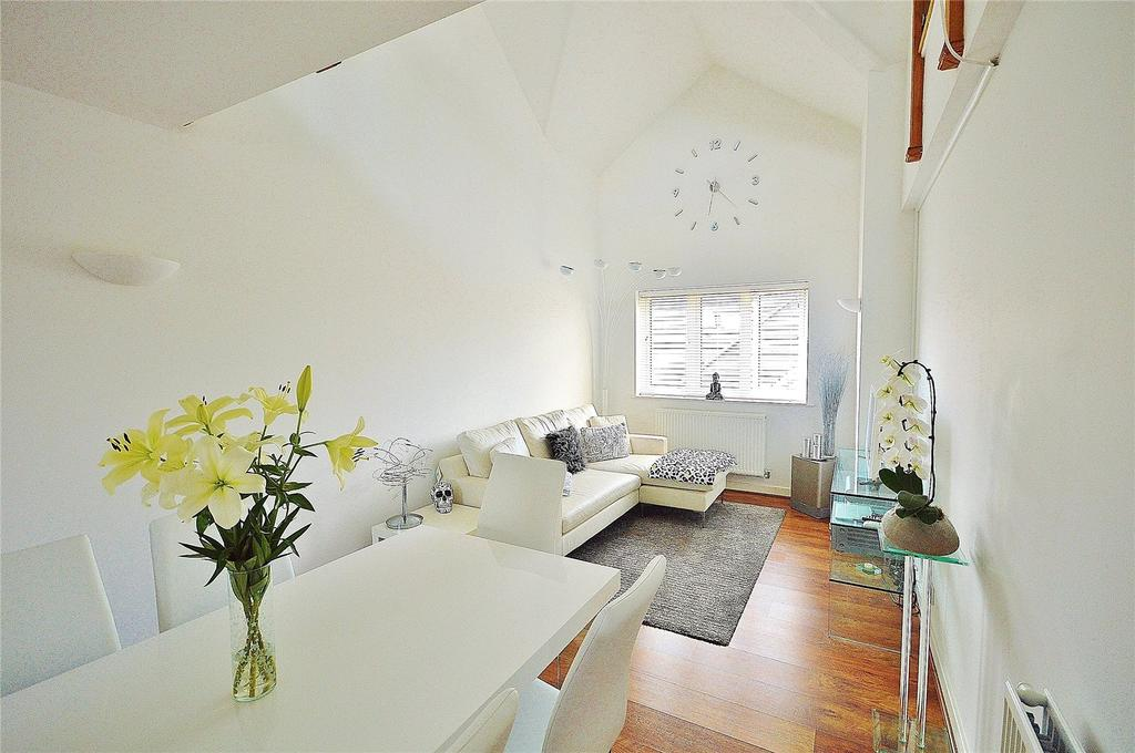 3 Bedrooms Apartment Flat for sale in Edridge Court, Ley Farm Close, Garston, Hertfordshire, WD25