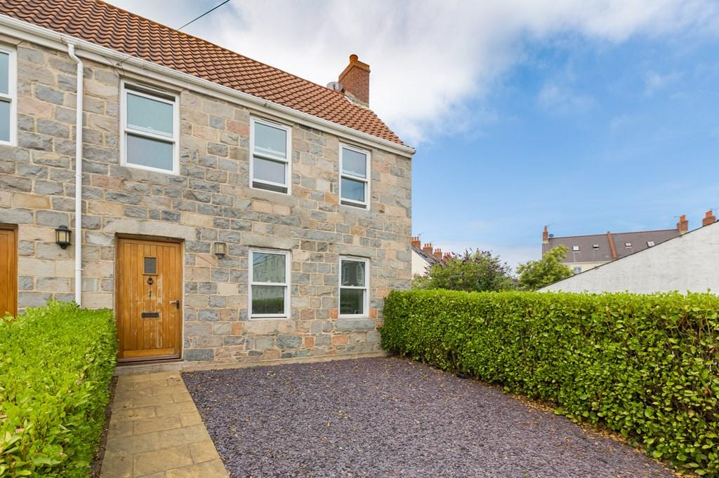 2 Bedrooms Barn Conversion Character Property for sale in Rouge Rue, St. Peter Port, Guernsey