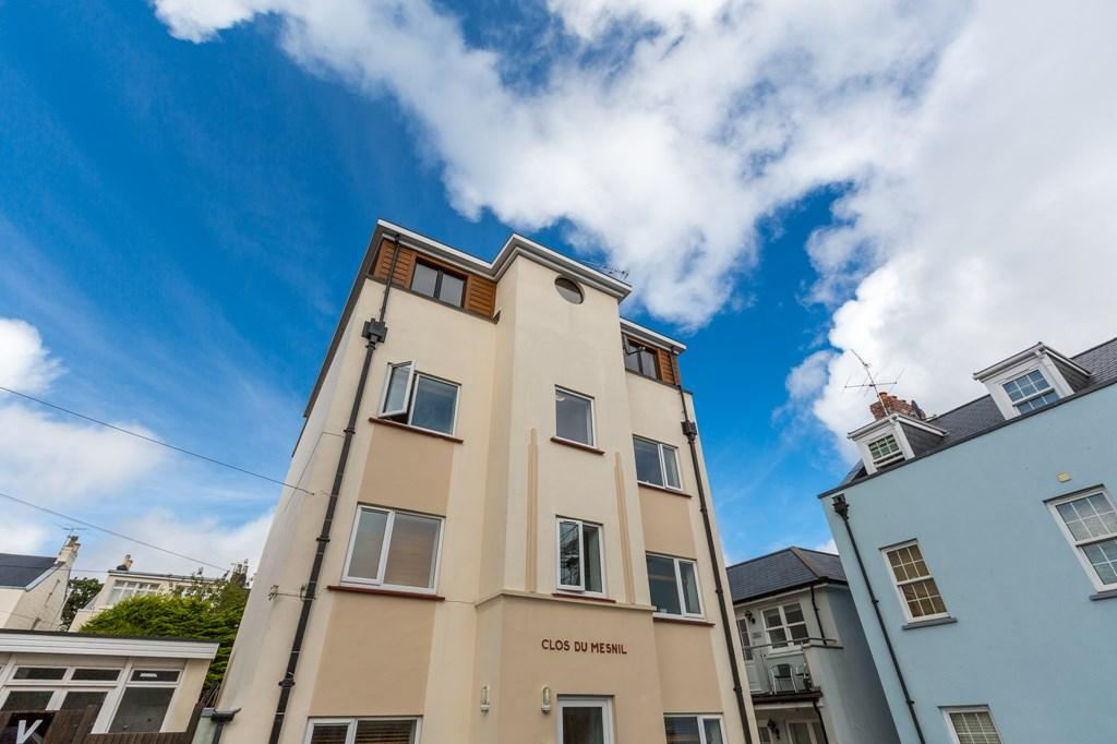 3 Bedrooms Flat for sale in Vauvert, St. Peter Port, Guernsey