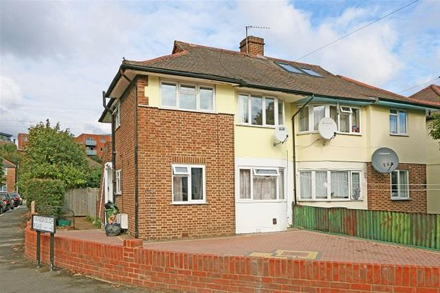 2 Bedrooms Flat for sale in LIBERTY AVENUE, COLLIERS WOOD
