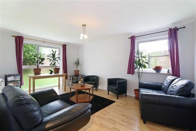 2 Bedrooms Flat for sale in Meads Court, Canarvon Road, Stratford