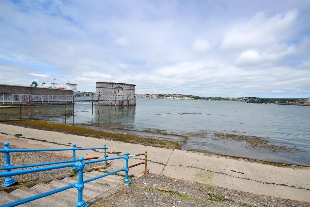 3 Bedrooms Terraced House for sale in Front Street, Pembroke Dock