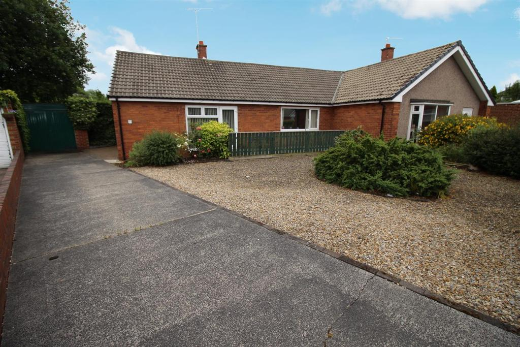 2 Bedrooms Semi Detached Bungalow for sale in Thropton Court