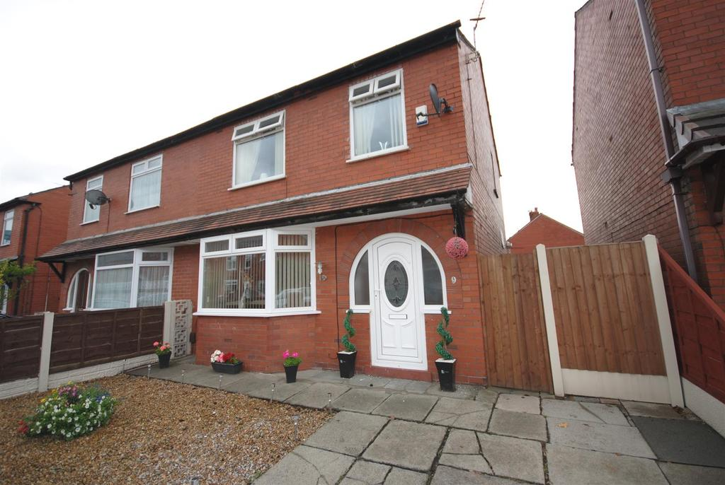 3 Bedrooms Semi Detached House for sale in Kirkless Street, Aspull, Wigan