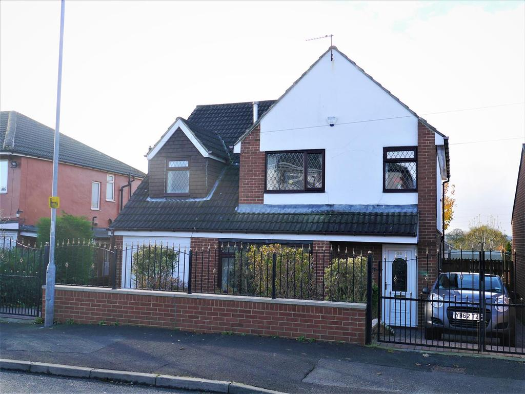 4 Bedrooms Detached House for sale in Woodlands Road, Gomersal, BD19 4SF