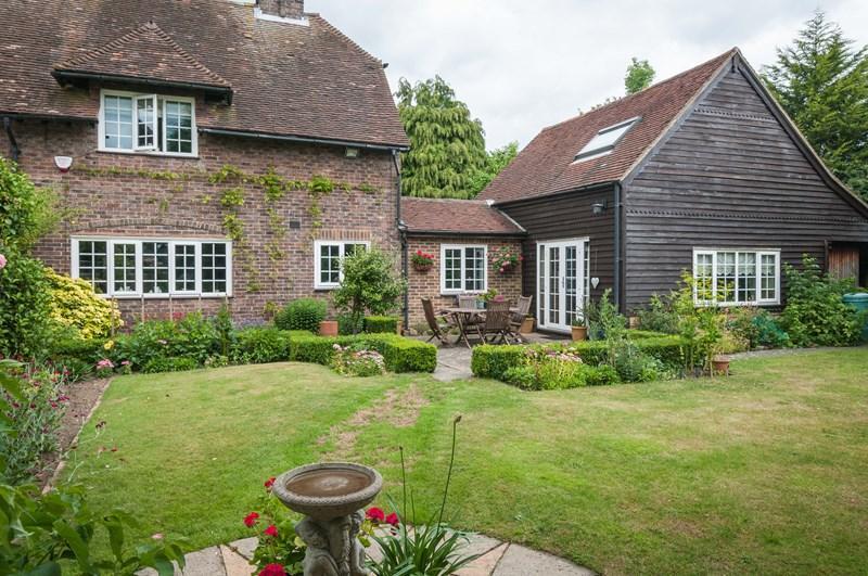 3 Bedrooms Semi Detached House for sale in Holtye Road, East Grinstead