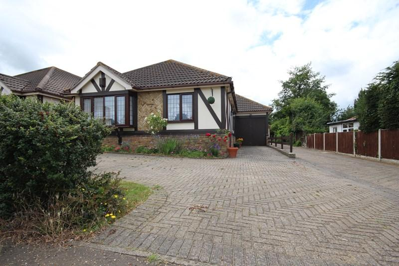 3 Bedrooms Detached Bungalow for sale in Sladburys Lane, Holland on Sea