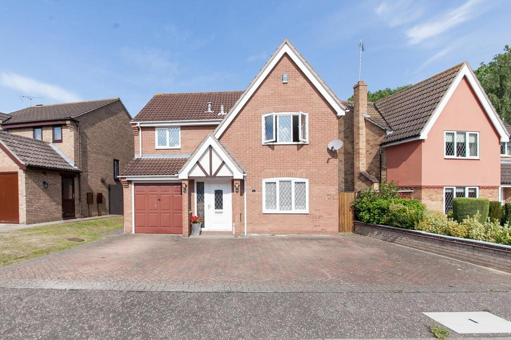 4 Bedrooms Detached House for sale in Raycliff Avenue, Clacton-On-Sea, Essex, CO15