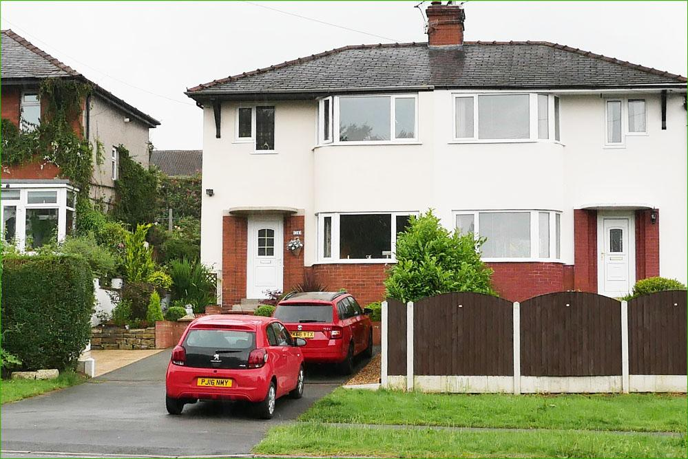 3 Bedrooms Semi Detached House for sale in Kelbrook Road, Barnoldswick BB18