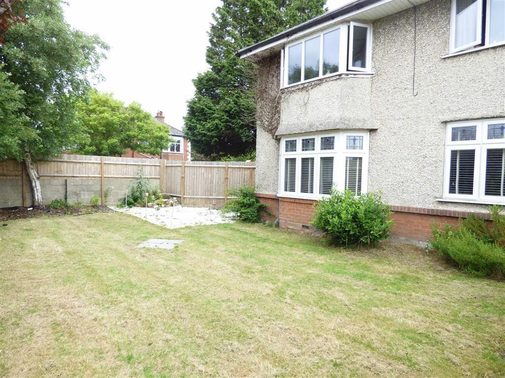 2 Bedrooms Flat for sale in De Lisle Road, BH3, Bournemouth, Dorset, BH3
