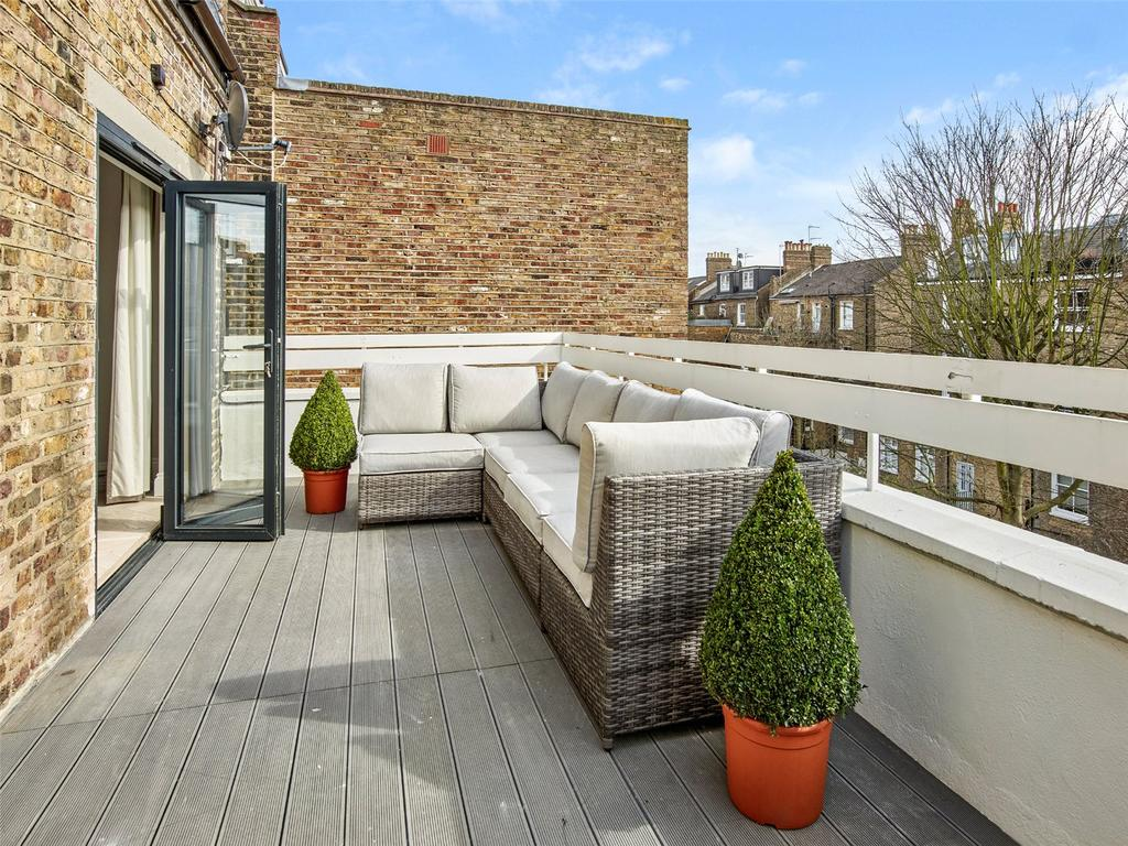 2 Bedrooms Flat for sale in Bassett Road, North Kensington, London