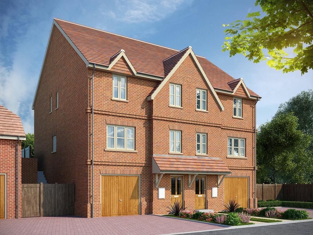 3 Bedrooms Semi Detached House for sale in Fleet Road, Hartley Wintney, Hook, Hampshire