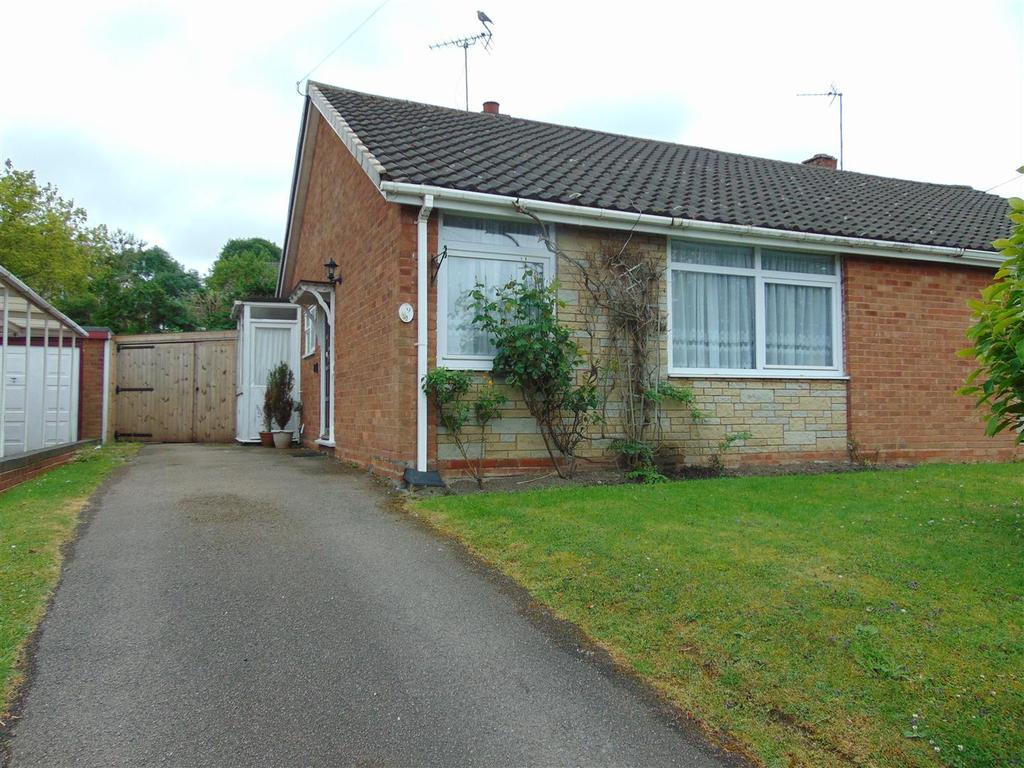 2 Bedrooms Semi Detached Bungalow for sale in Clover Hill, Orchard Hills, Walsall