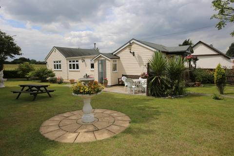 2 bedroom detached bungalow for sale - CURTIS MILL LANE, NAVESTOCK, ROMFORD RM4