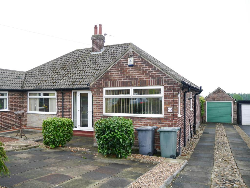 2 Bedrooms Semi Detached Bungalow for sale in Tetley Drive, Birkenshaw, BD11 2NB