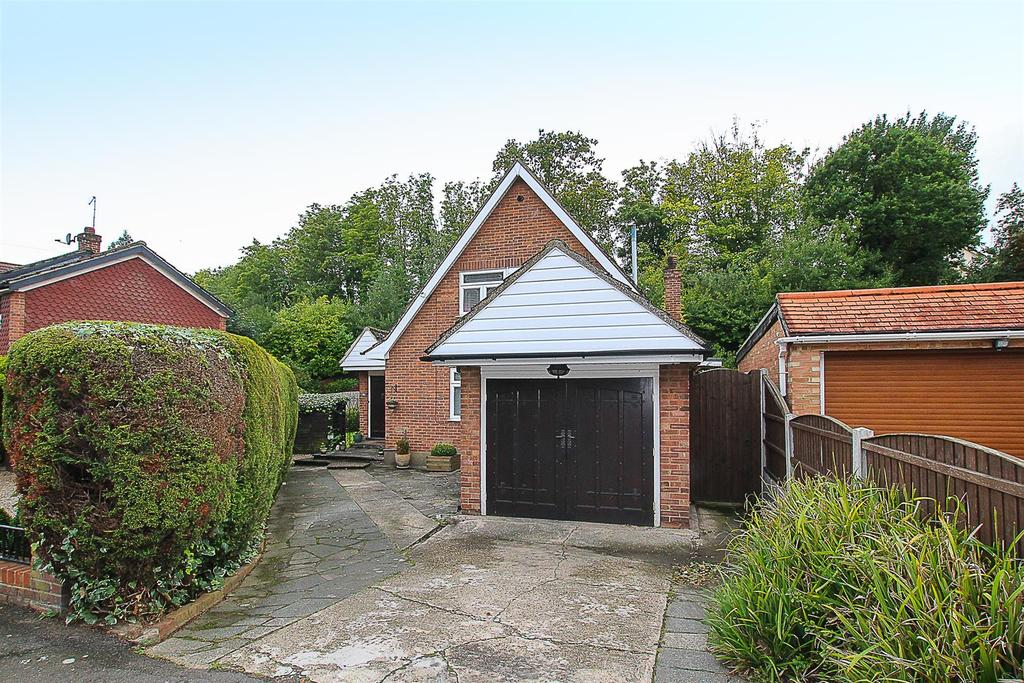 3 Bedrooms Detached House for sale in St. Charles Road, Brentwood