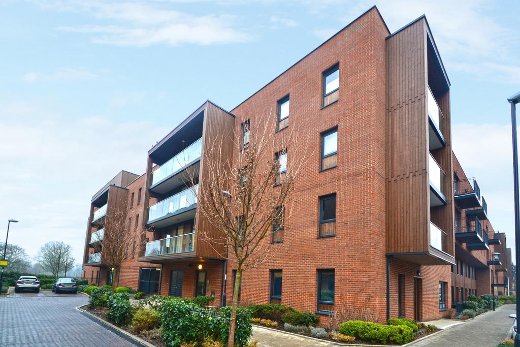 2 Bedrooms Flat for sale in Dowding Drive Kidbrooke SE9