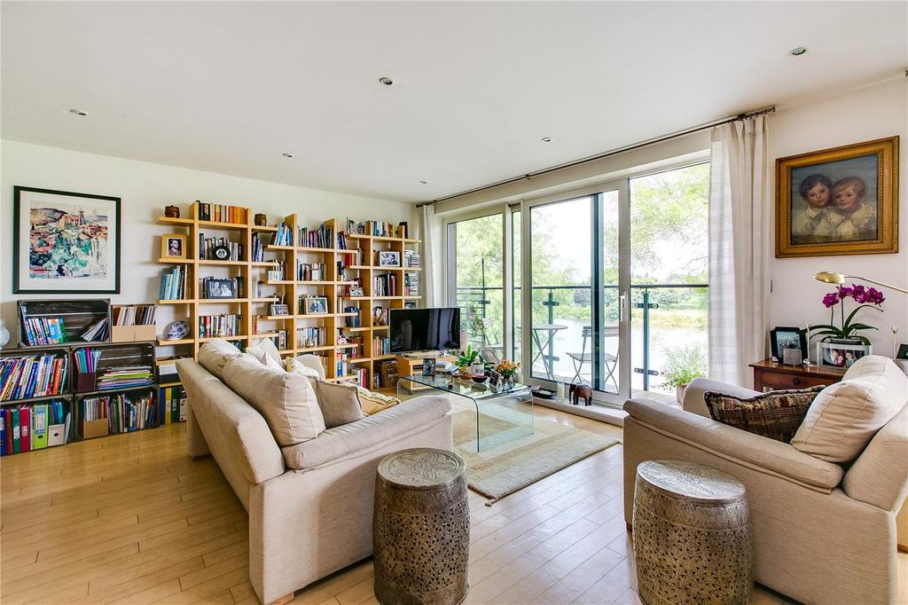 2 Bedrooms Flat for sale in Dukes Court, 77 Mortlake High Street, London