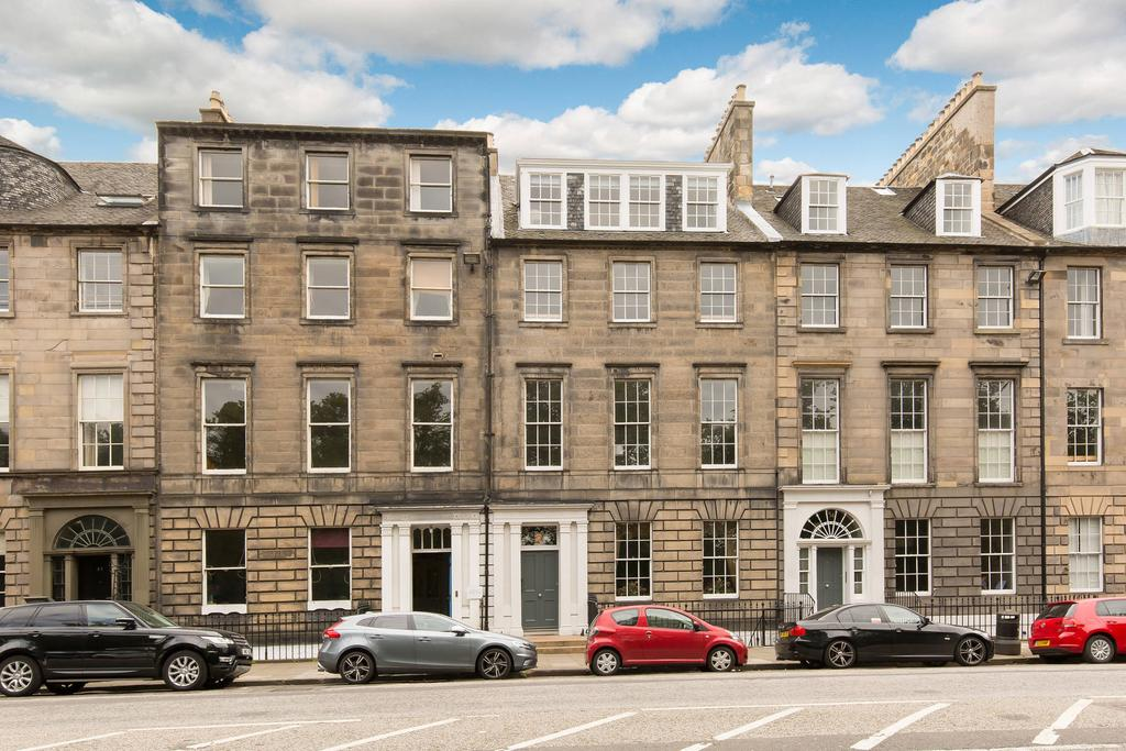 2 Bedrooms Flat for sale in 53/4 Queen Street, New Town, EH2 3NS