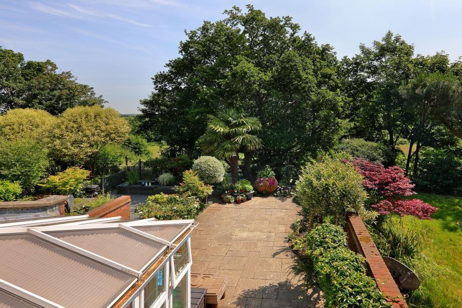 4 Bedrooms Town House for sale in St Ann's Park, Virginia Water