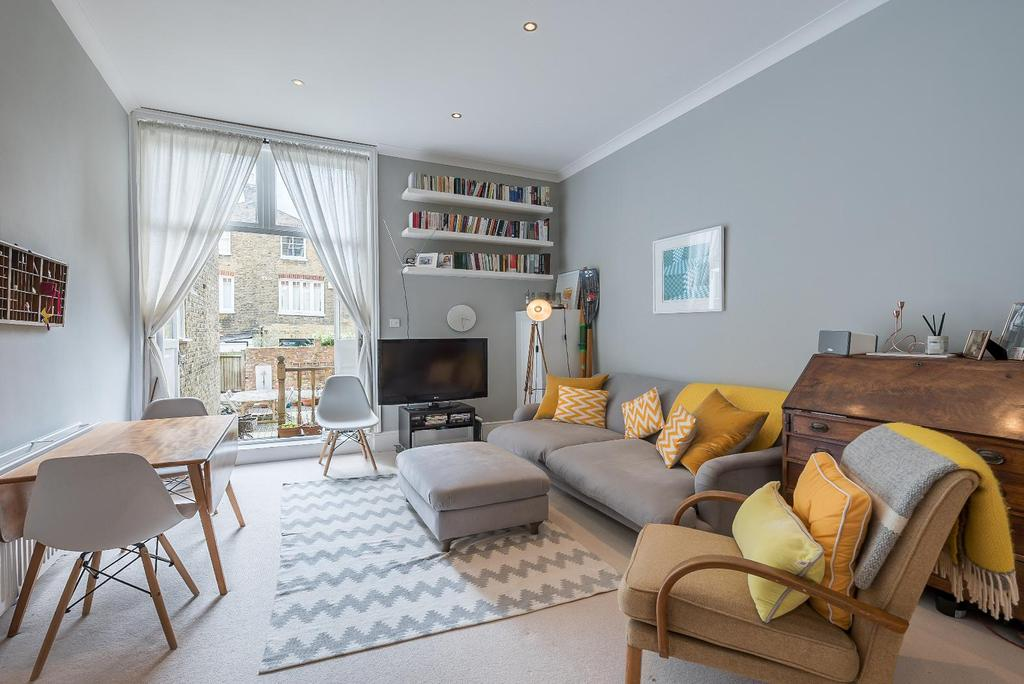 2 Bedrooms Flat for sale in SISTERS AVENUE, SW11