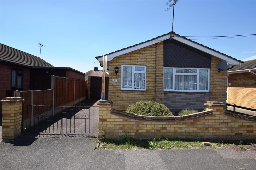 2 Bedrooms Detached Bungalow for sale in Denham Road, Canvey Island