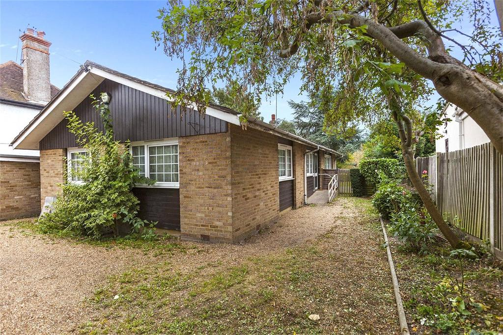 2 Bedrooms Bungalow for sale in Swakeleys Road, Ickenham, Uxbridge, UB10