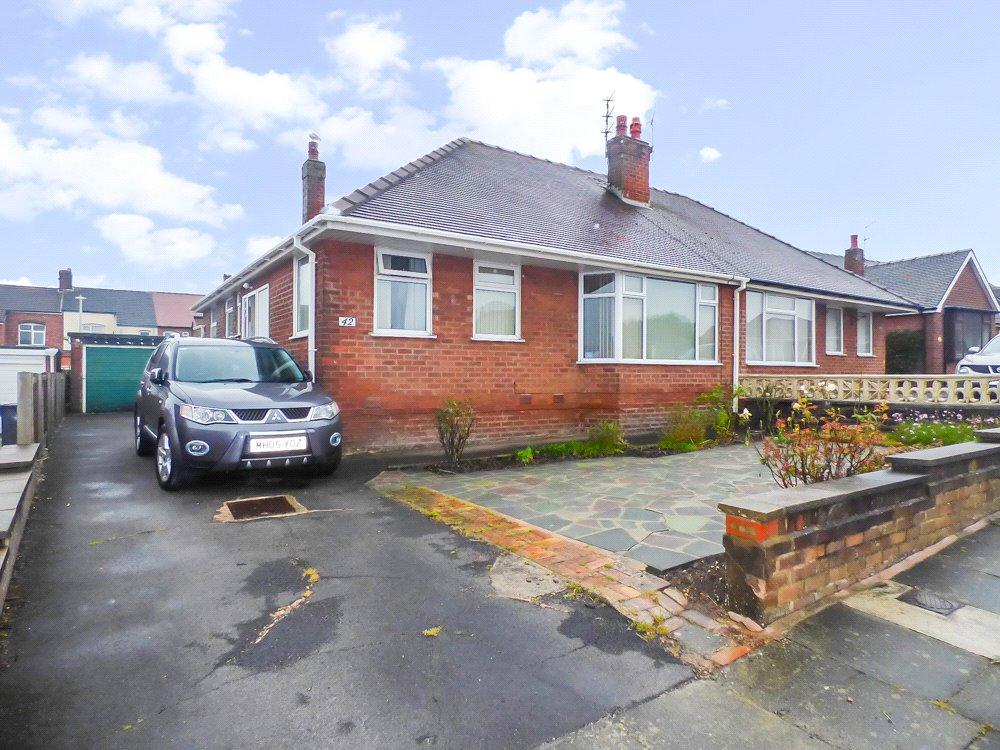 2 Bedrooms Semi Detached Bungalow for sale in Hanover Crescent, Bispham, Lancashire