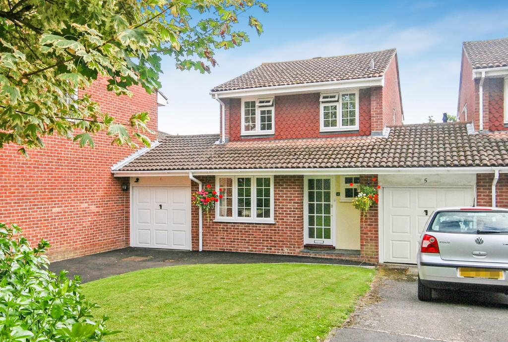 3 Bedrooms Link Detached House for sale in Bourne End