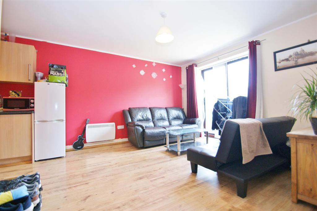 Asta Court, Town Centre, Rugby 2 bed apartment - £110,000