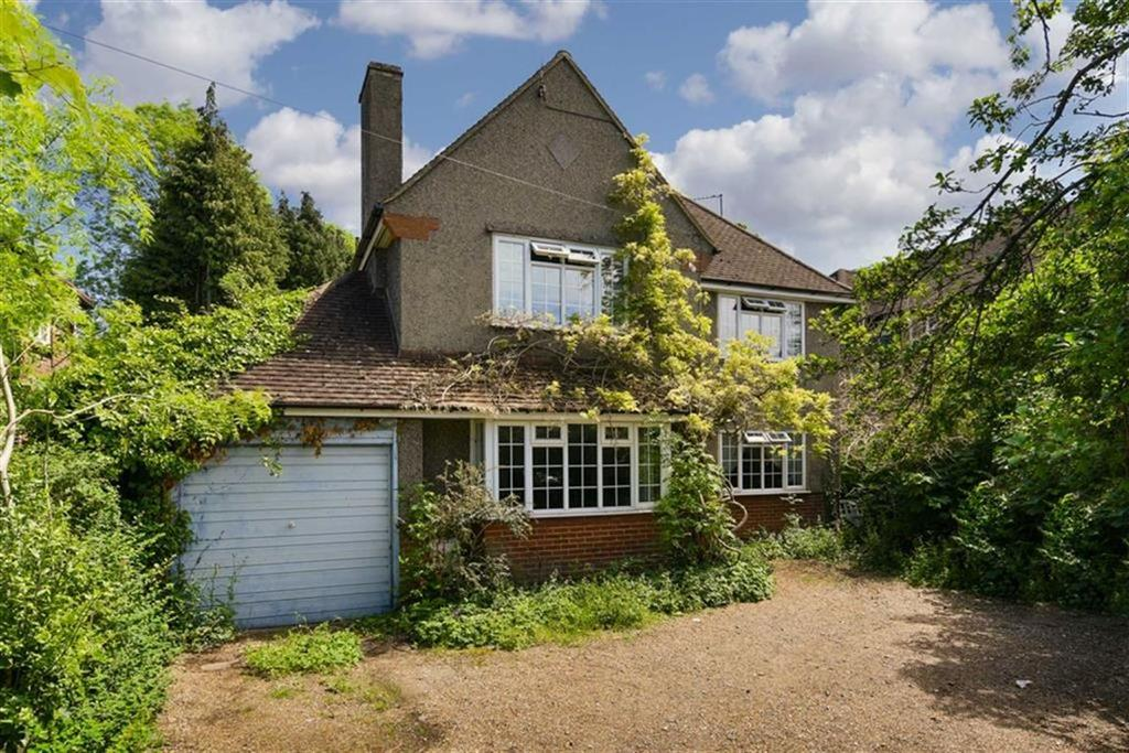 3 Bedrooms Detached House for sale in Reigate Road, Epsom Downs, Surrey