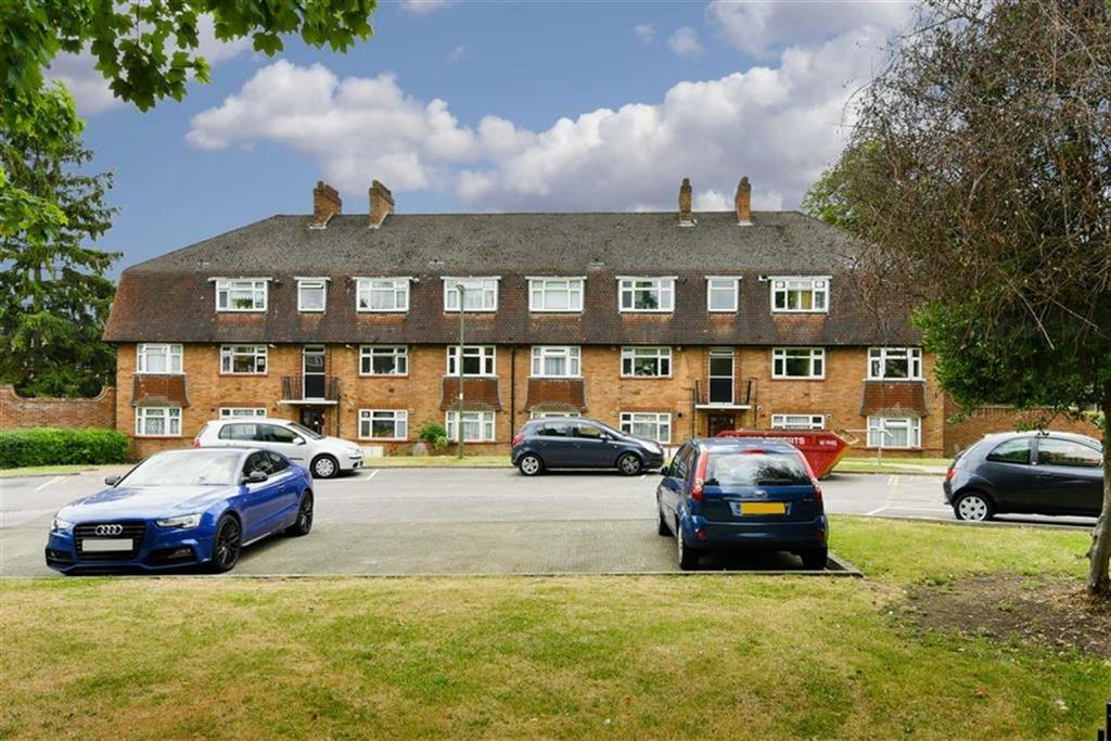 2 Bedrooms Flat for sale in Rushmere Court, Worcester Park, Surrey