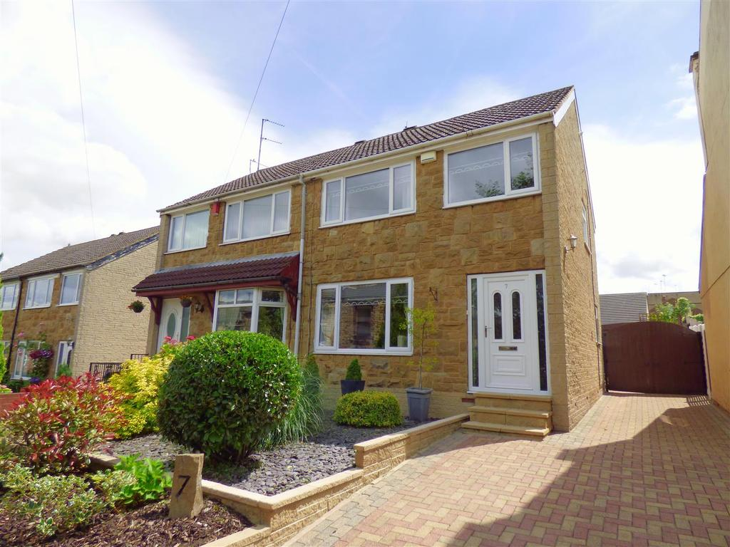 3 Bedrooms Semi Detached House for sale in Strawberry Bank, Liversedge