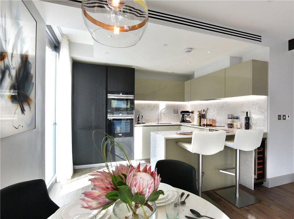2 Bedrooms Flat for sale in Goodman's Fields, Aldgate, London, E1