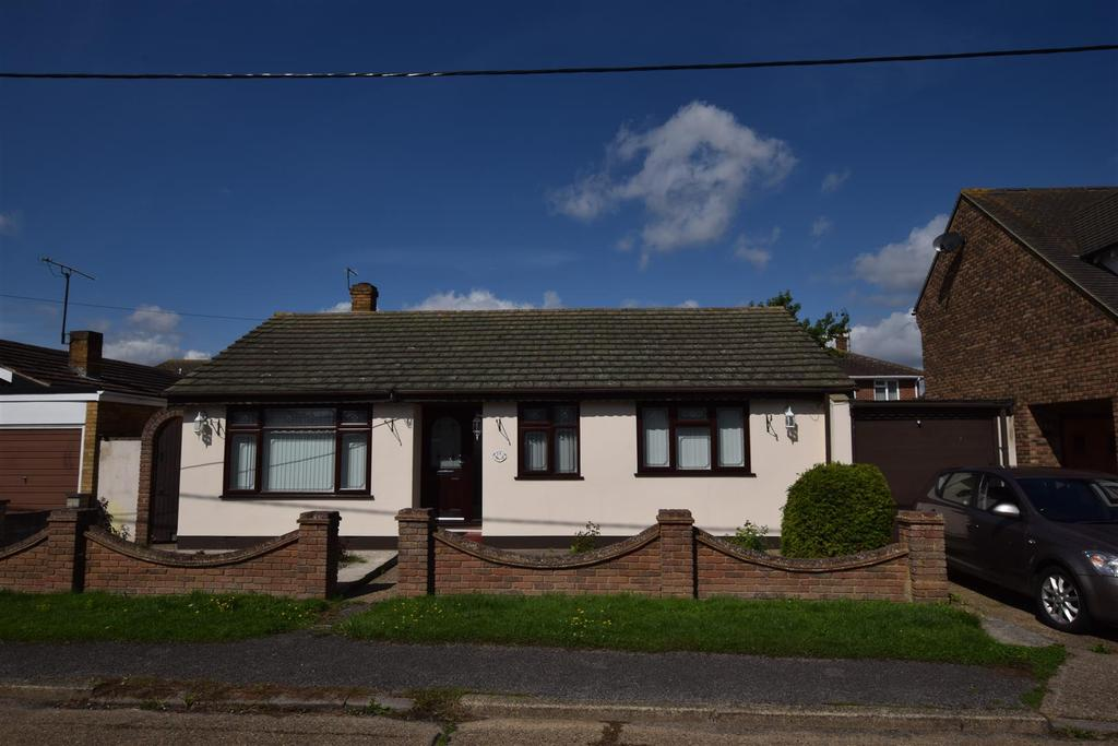 3 Bedrooms Detached Bungalow for sale in Hannett Road, Canvey Island