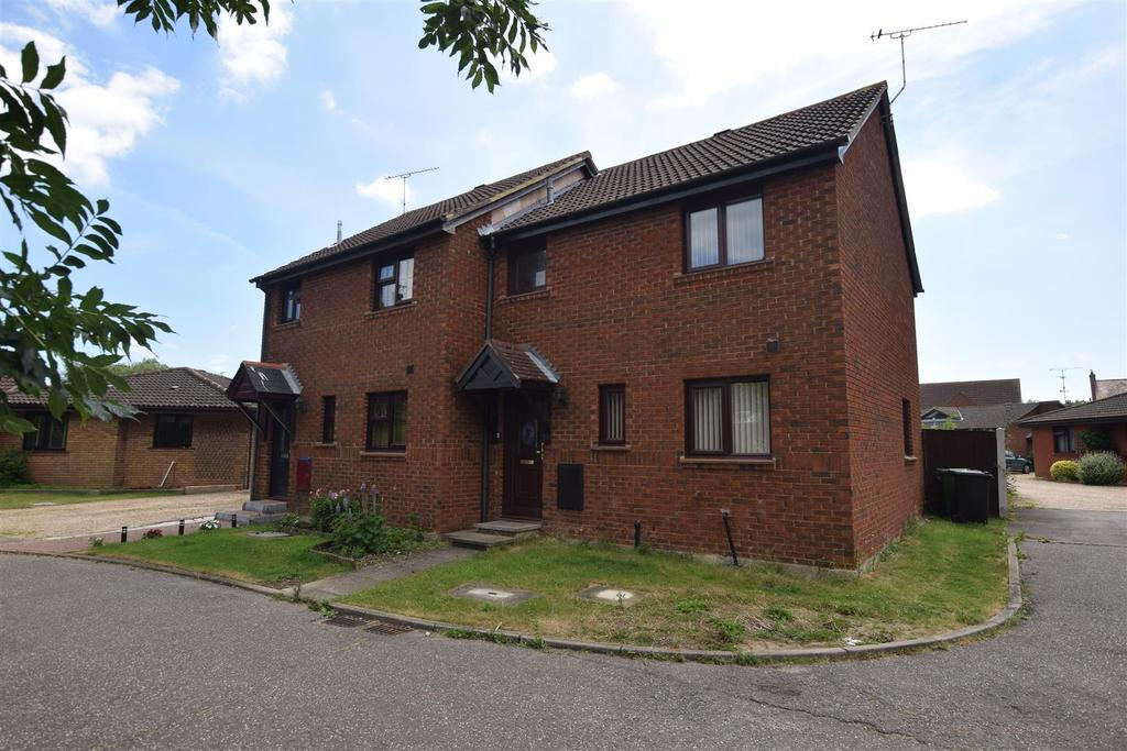 3 Bedrooms Semi Detached House for sale in Grebe Close, Mayland