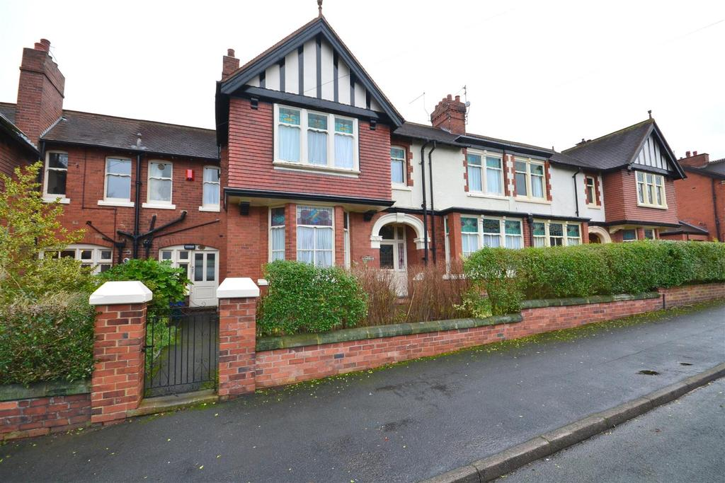 5 Bedrooms Unique Property for sale in Poolfield Avenue, Newcastle under Lyme
