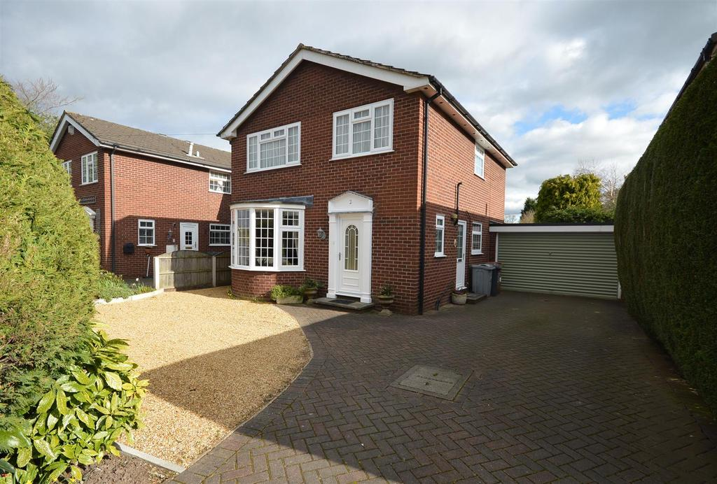 4 Bedrooms Detached House for sale in Richmond Close, Sandbach