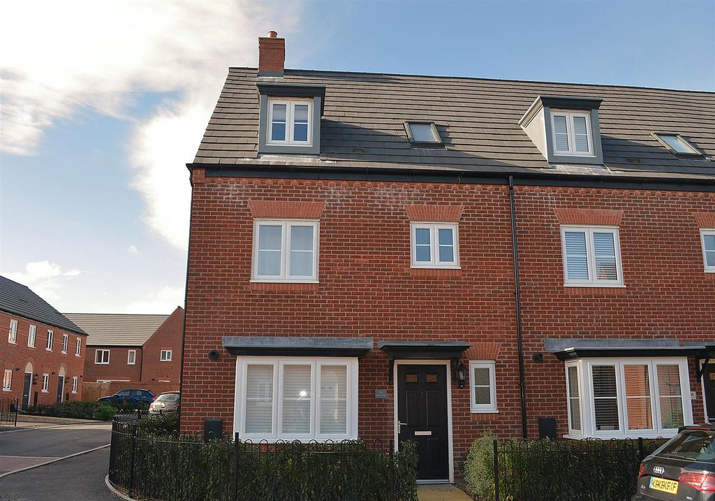 4 Bedrooms Town House for sale in Barnton Way, Sandbach
