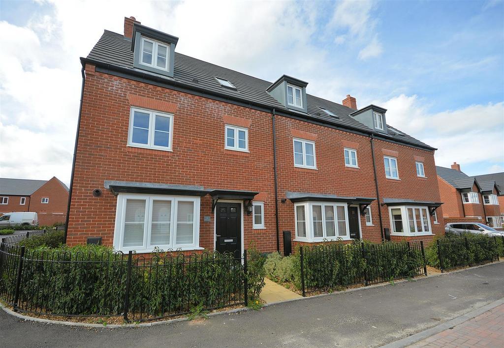 4 Bedrooms Town House for sale in Barnton Way, Sandbach