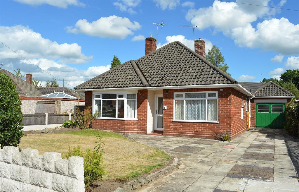 2 Bedrooms Detached Bungalow for sale in Hungerford Place, Sandbach