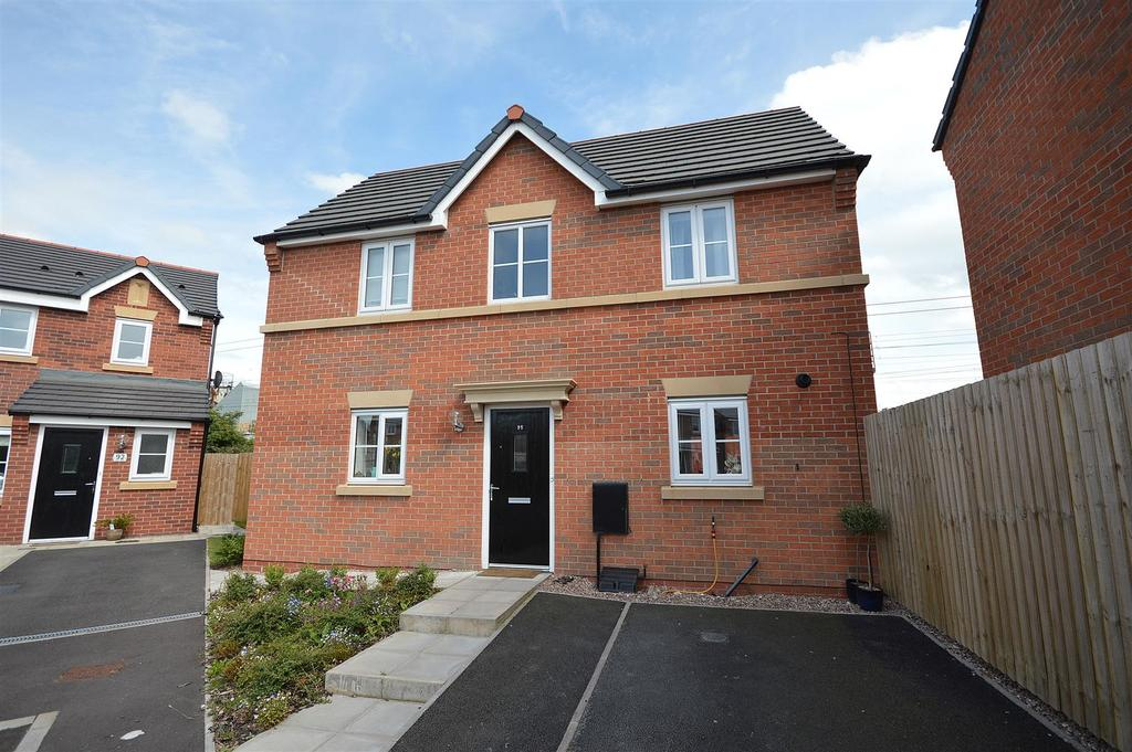 3 Bedrooms Detached House for sale in Heron Way, Elworth