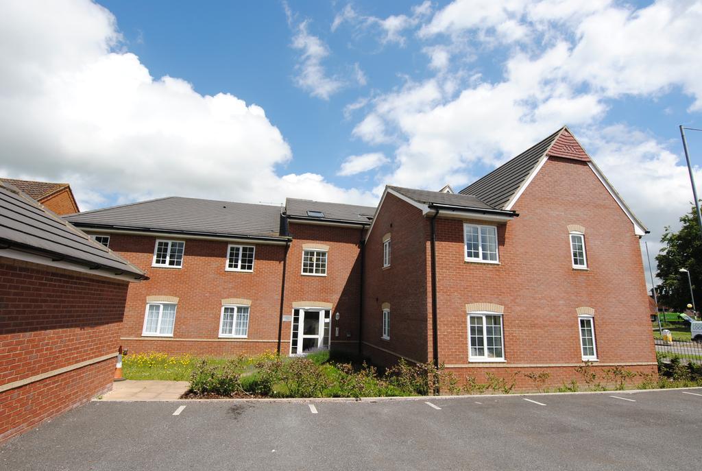2 Bedrooms Flat for sale in Boscombe Road, Amesbury, Salisbury SP4