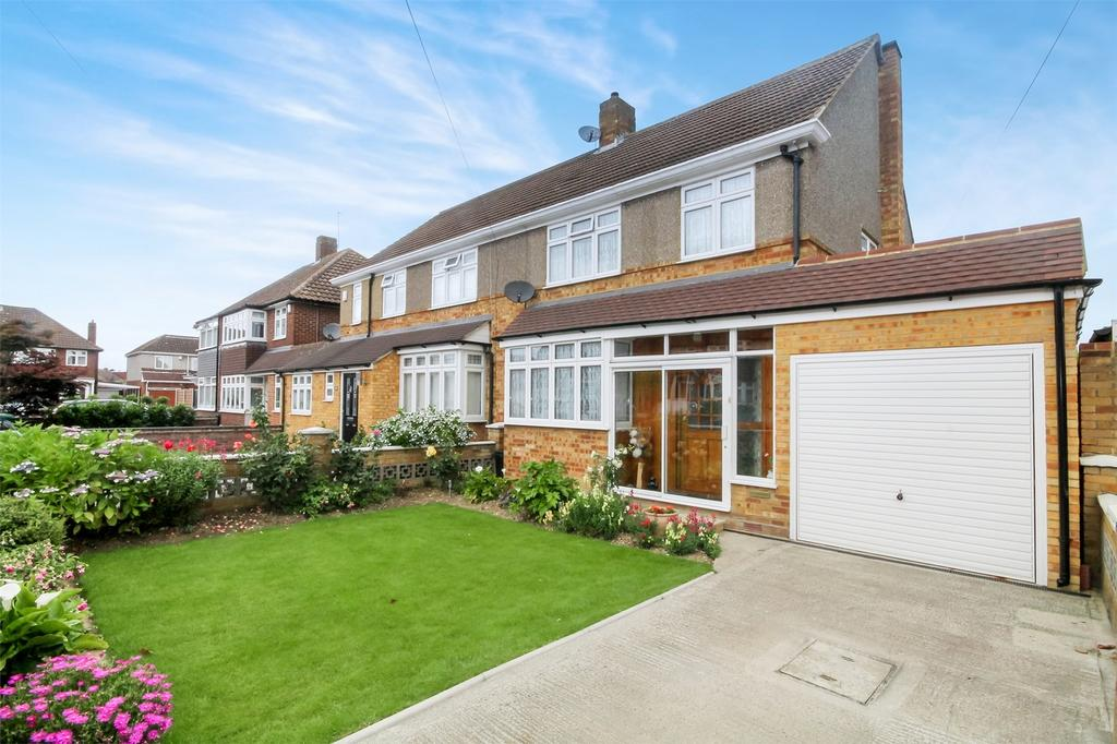 4 Bedrooms Semi Detached House for sale in Selby Road, Ashford, Surrey
