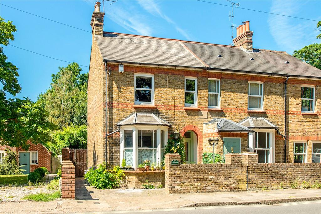 2 Bedrooms Semi Detached House for sale in Rickmansworth Road, Northwood, Middlesex, HA6
