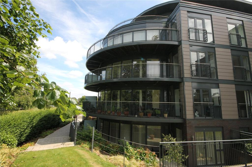 3 Bedrooms Flat for rent in Darwin House, Kingsley Walk, Cambridge, CB5
